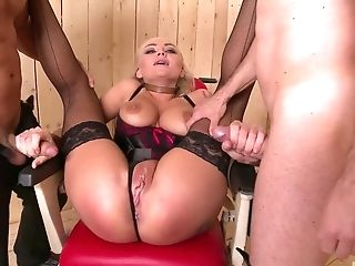 Analsex, Große Titten, Blond, Blowjob, Bondage, Doggystyle, Faketitten, Fingern, Fishnets, Handjob,